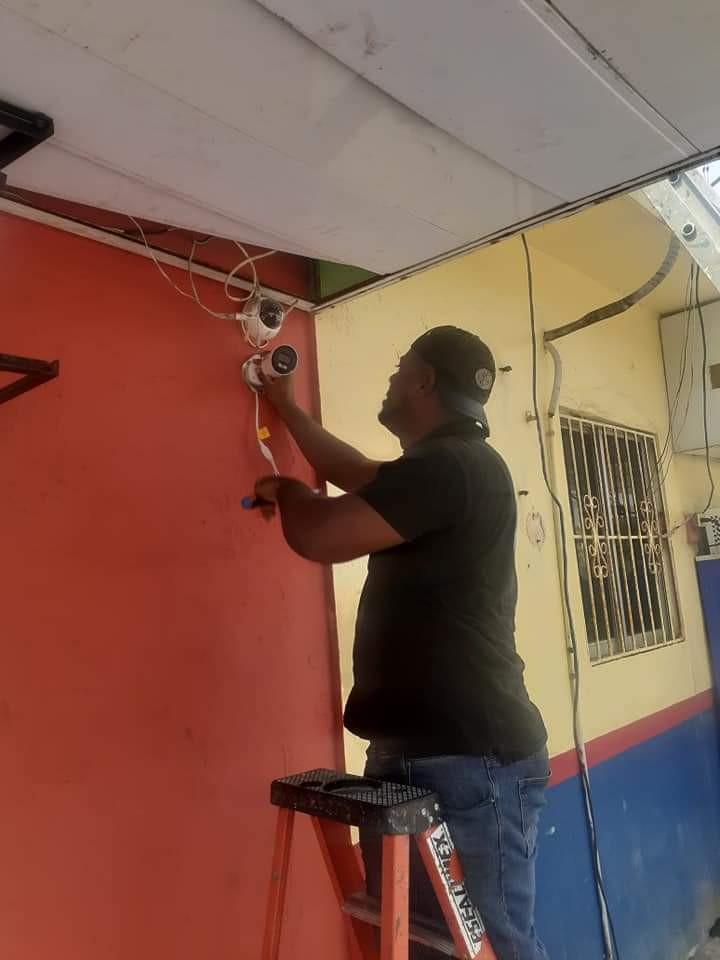 Alcaldía De Cabrera inició el operativo de instalación de cámaras de video vigilancia